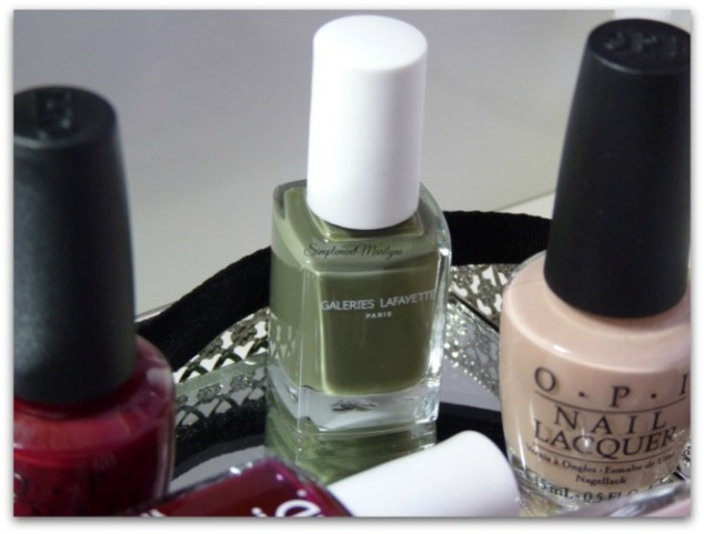 alban les galleries lafayette vernis à ongles nail lacquer kaki collier emme stella&dot simplement marilyne opi samaon sand