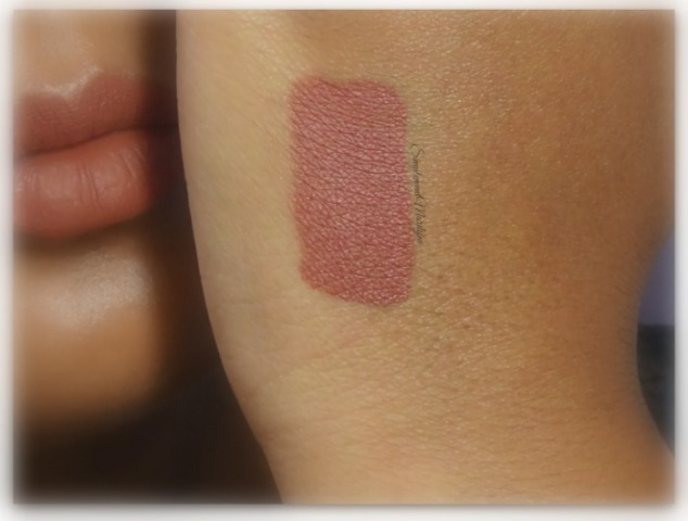Gerard-cosmetics-hydra-matte-liquid-lipstick-swatch-1995-peau-metisse-1995- hydra-matte-liquid-lipstick-rouge-à-lèvres-revue-swatch-simplement-marilyne