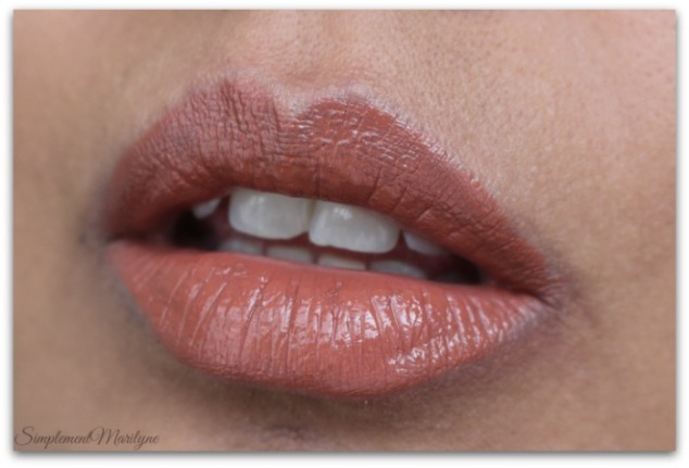 trendsetter-huda-beauty-liquid-matte-brown-edition-Simplement-Marilyne-swatch