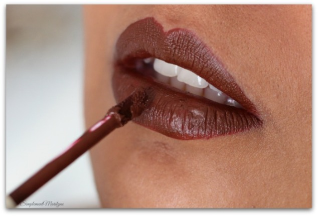 embout-mousse-gc-boss-lady-gerard-cosmectics-swatch-hydra-matte-liquid-lipstick-rouge-a-levres-marron-simplement-marilyne
