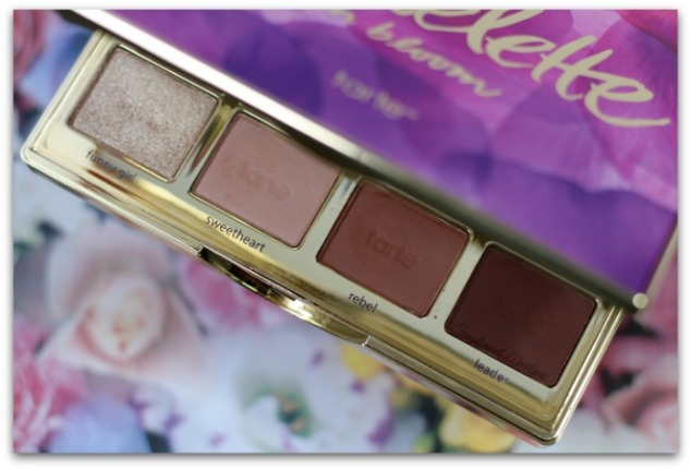 funny-girl-sweetheart-rel-leader-Tartelette-in-bloom-clay-2-tarte-cosmetics-maquillage-palette-yeux-neutre-tons-chauds-simplement-marilyne