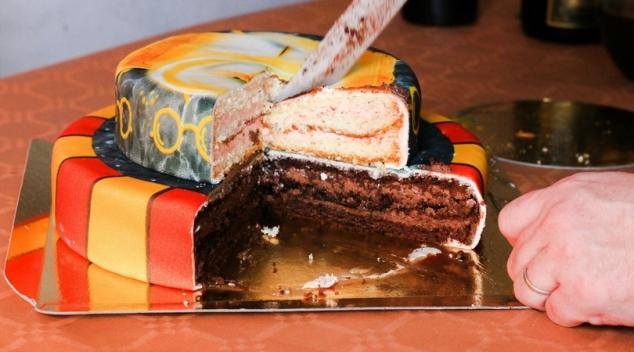 gateau 2 étages tout chocolat et vanille framboise